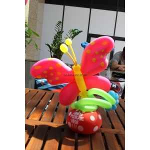 Фигурка в виде бабочки из шаров